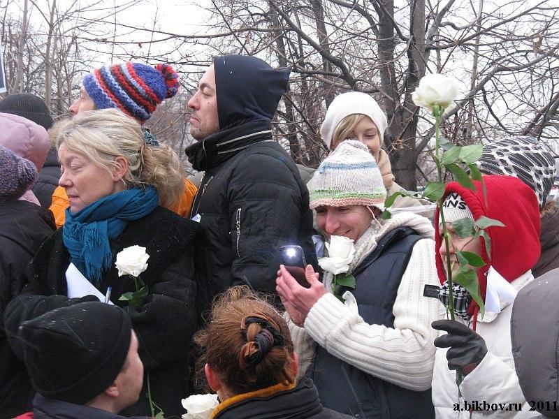 Fleurs de la paix portées par les manifestants